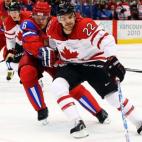去加拿大旅行,记得去酒吧看一场ice hockey 球赛!